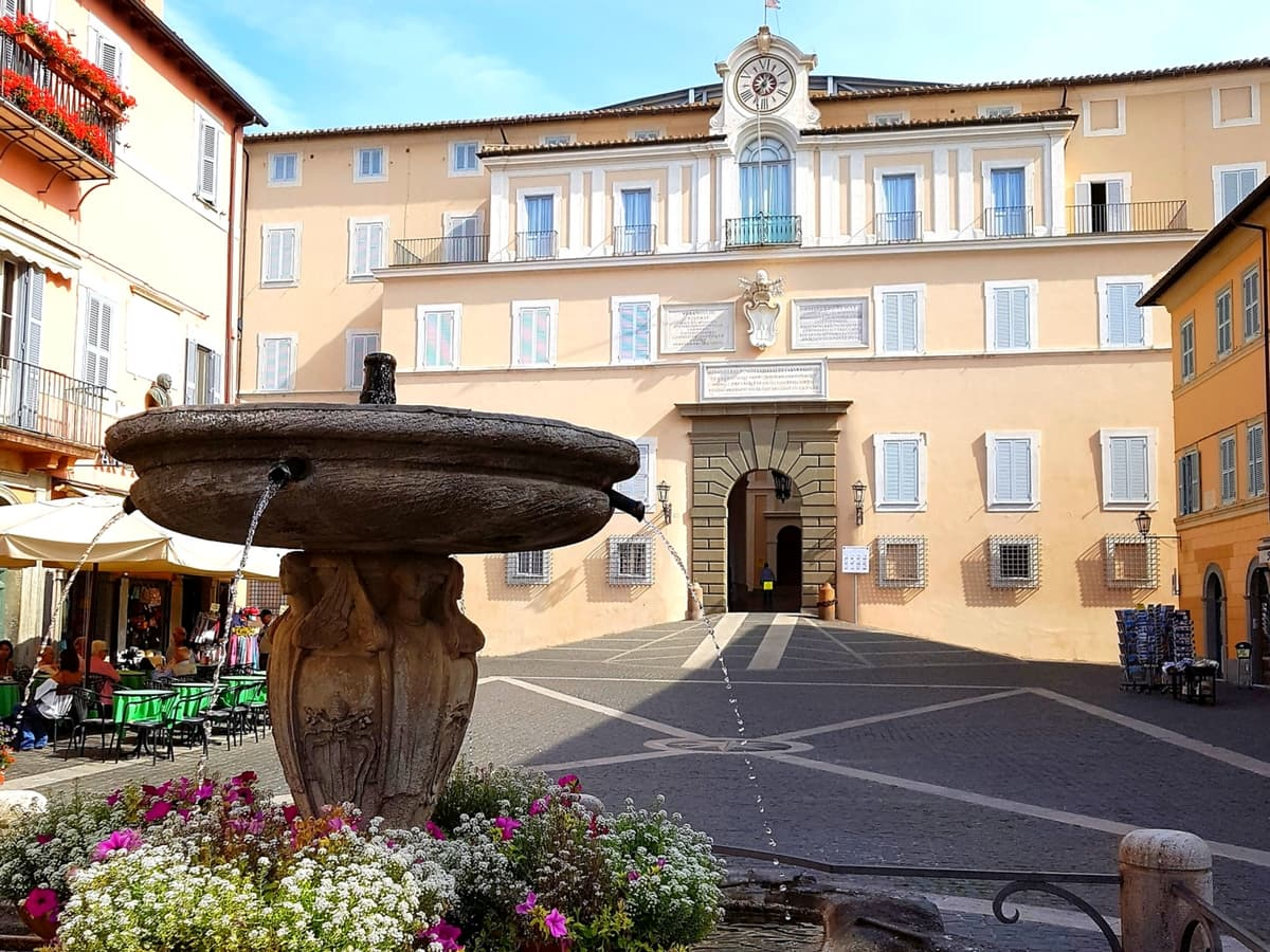 Exclusive Pope's Summer Residence at Castel Gandolfo Tour with Lunch