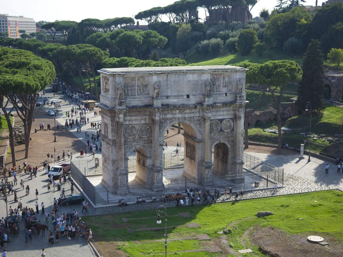 VIP Express Colosseum Tour with Forum-View Breakfast, Gladiator's Entrance and Arena Floor
